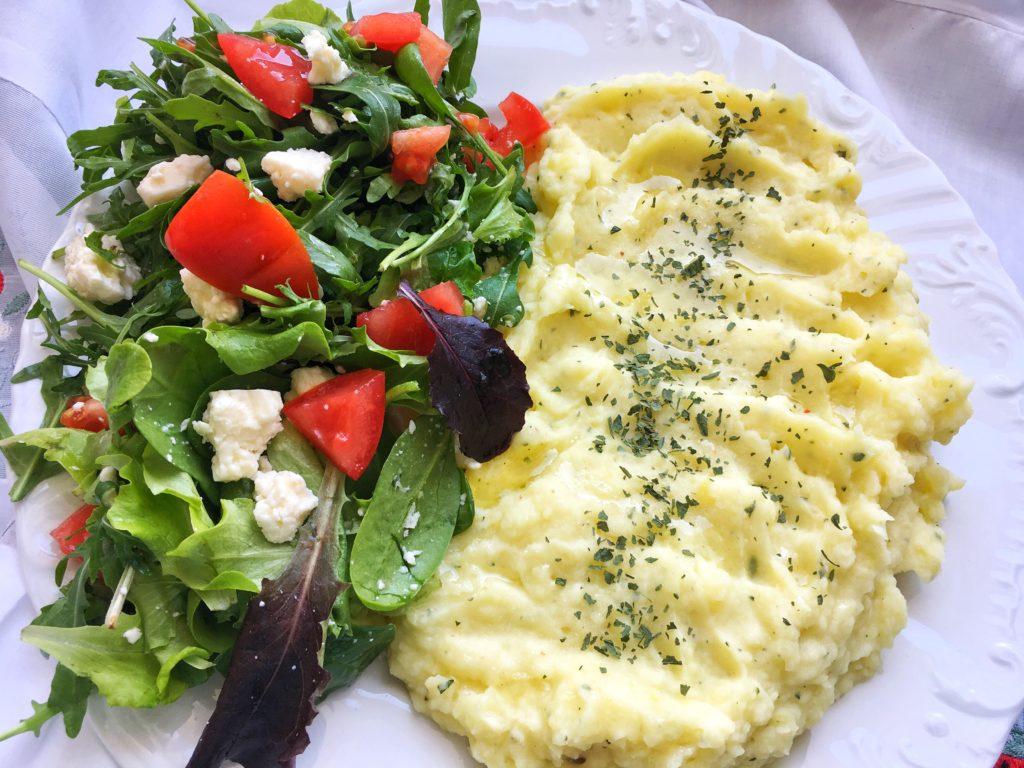Zeleninový salát s bramborovou kaší