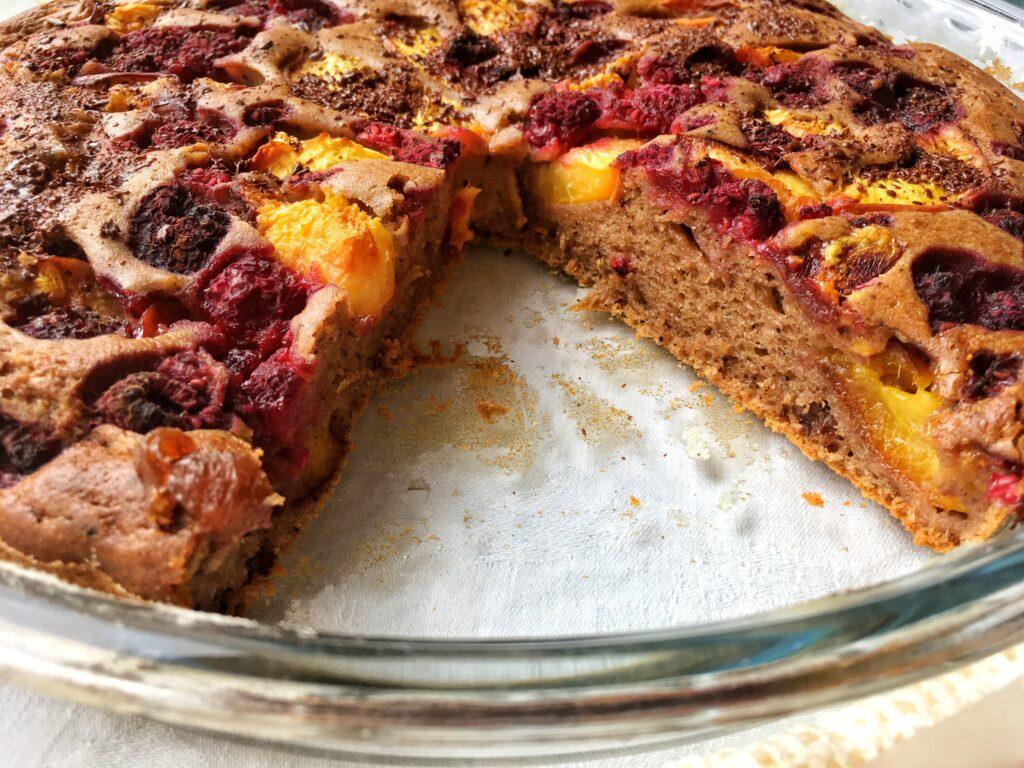 Špaldový koláč s ovocem