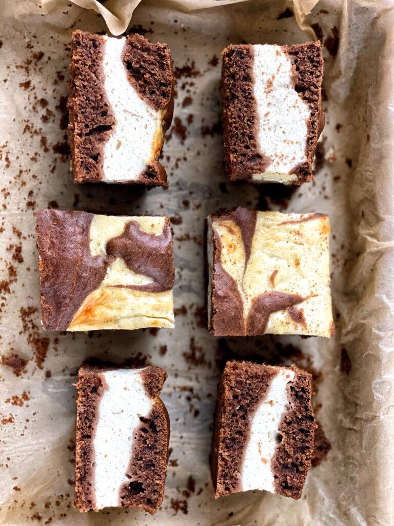 Tvarohovo-karobový koláč